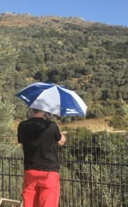 Otten mit Schirm
