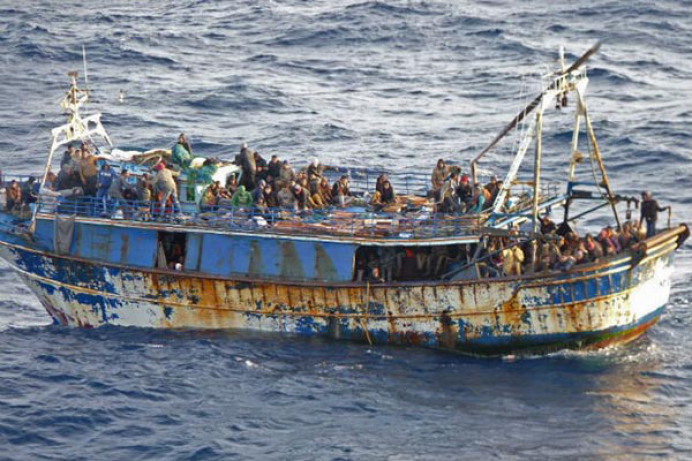 fluechtlingsboot-09-06-2015