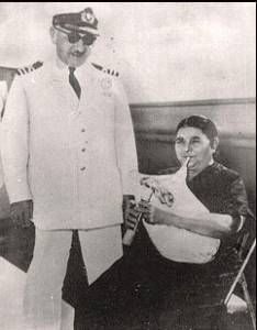 Frosso Grillaki mit Askomantura und Kapitän