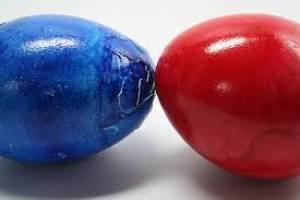 Griechische Traditionen zu Ostern: Das Eierpecken.