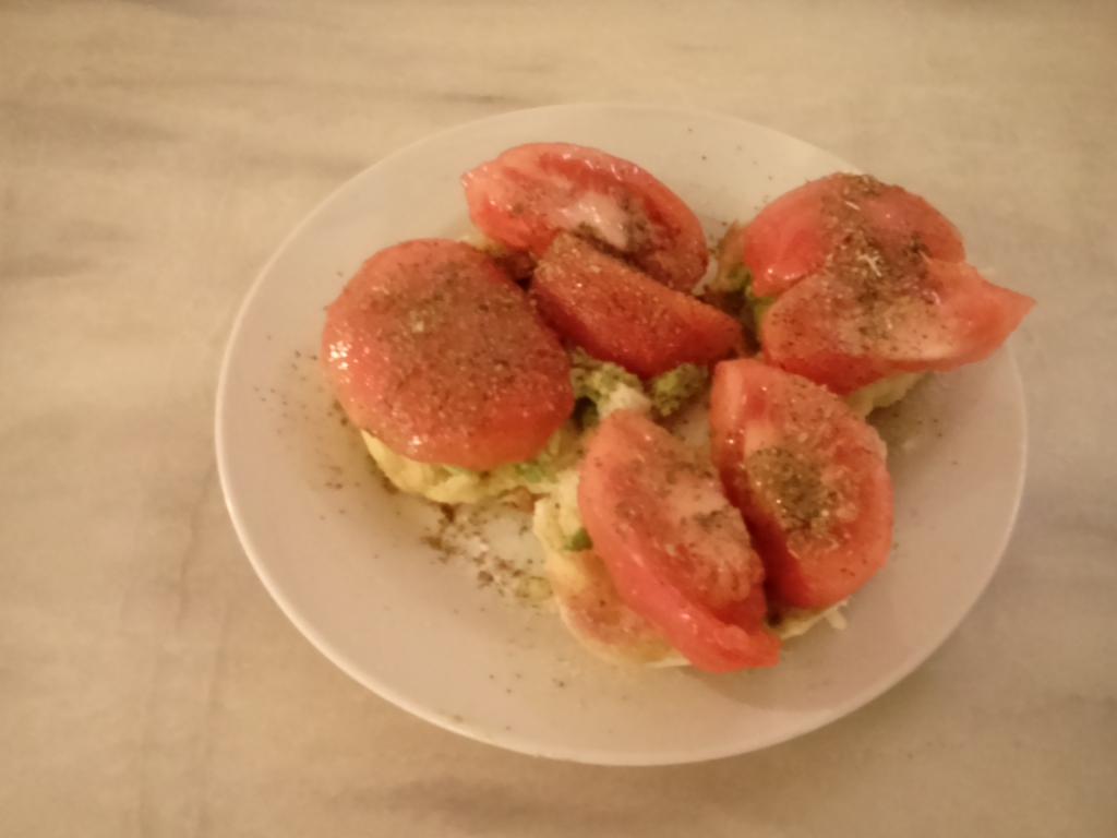 Ciabatta, Avocado, Tomate - Fastenfruehstueck