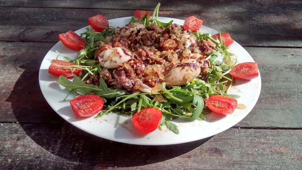 Oktopus xydato me salata