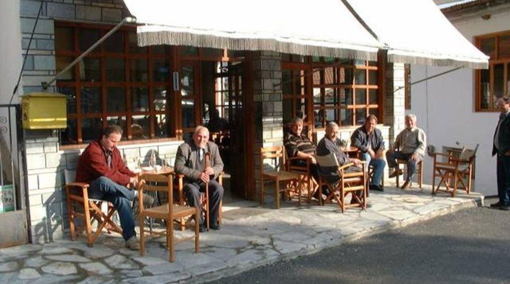 Kafenio mit Postkasten