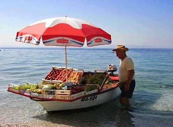 Boot mit Obst
