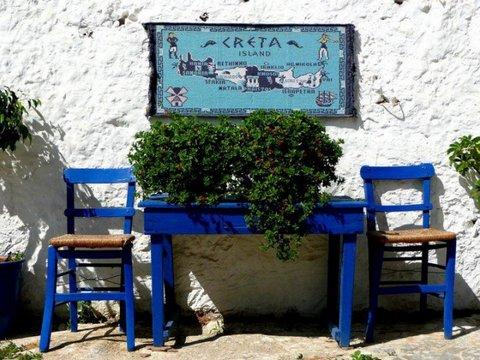 Kreta Tisch und Stuehle