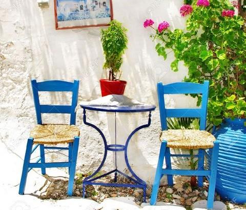 Stuehle und Tisch1