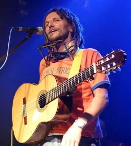 hans-soellner-mit-gitarre