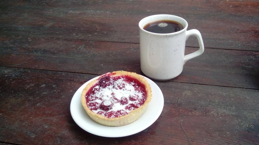 Kirschtoertchen Lidl mit Kaffee