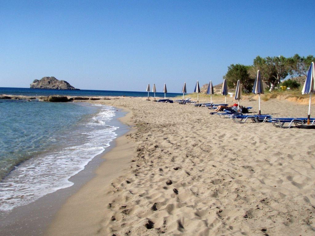 HG2 Xerokambos wunderschöner Strand - da pennt wohl ein Motorradfahrer am Strand