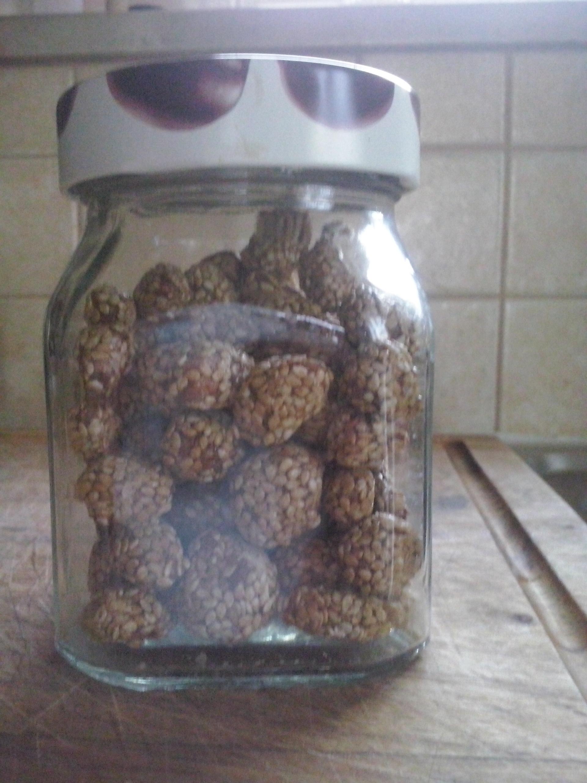 Erdnuesse mit Honig und Sesam