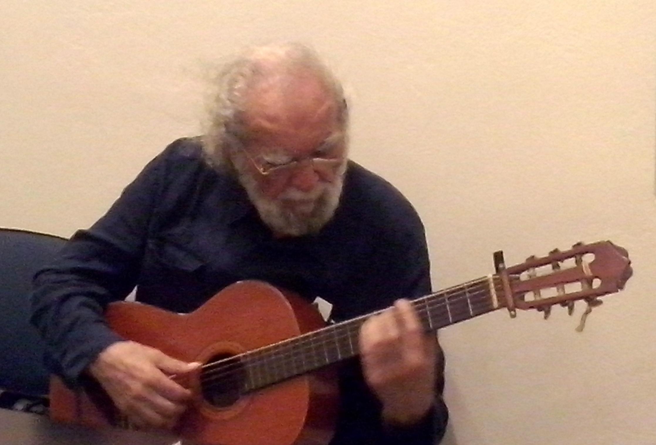 Kostas mit Gitarre