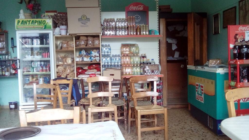 Sarakina Kafenion gut sortiert (2)