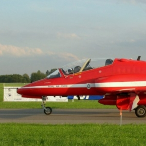 red-arrows-hawk